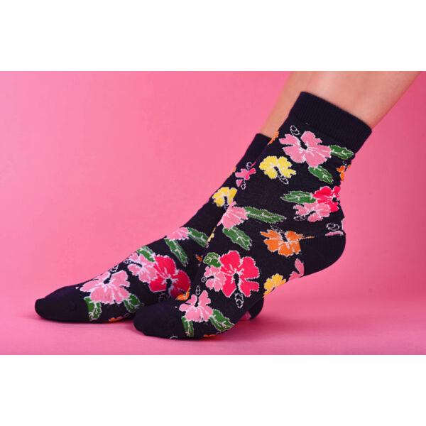 Mintás női bokazokni színes virágok